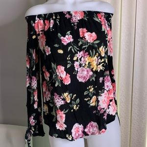 One clothing Off the shoulder floral blouse size L